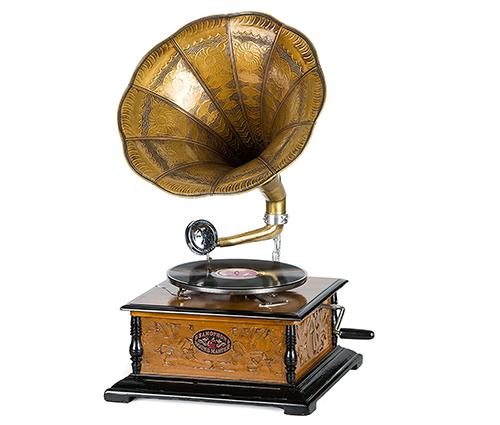 grammofono-a-tromba-con-piatto-in-ceralacca.png